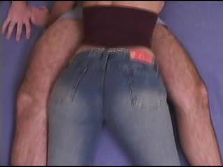 Sexy Lorena takes down her jeans in order to ride the cock